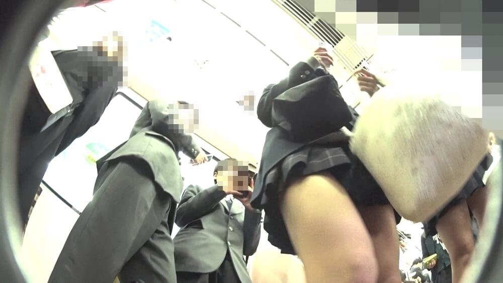 制服JKに近づいていくクリオネさんのカメラ