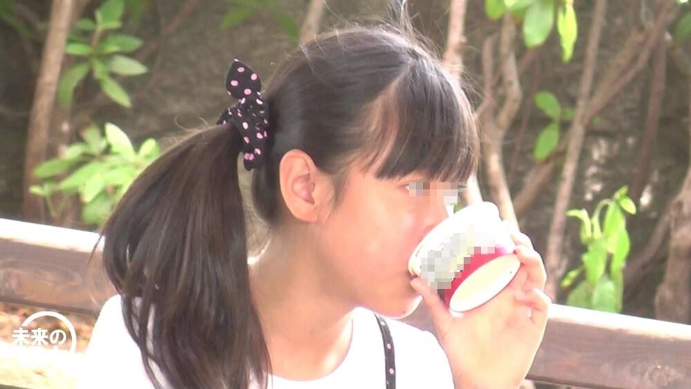 アイスを食べるJS