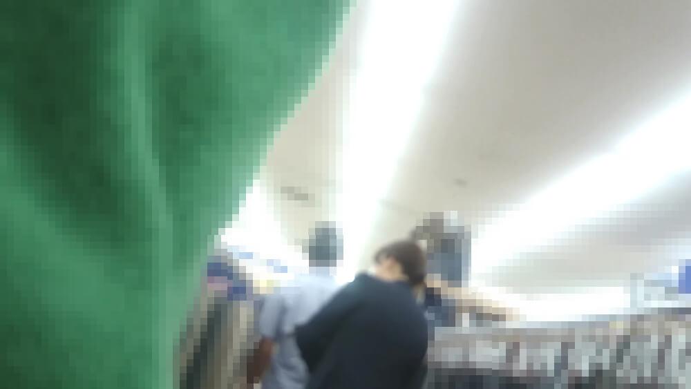接客中の店員さんを隠し撮りした画像
