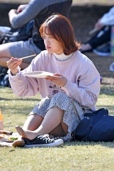 女性のパンつまとパンチラが楽しめる画像