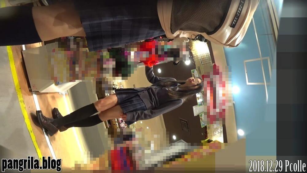 PANGRILAさんに逆さ撮りされる制服JKの姿画像