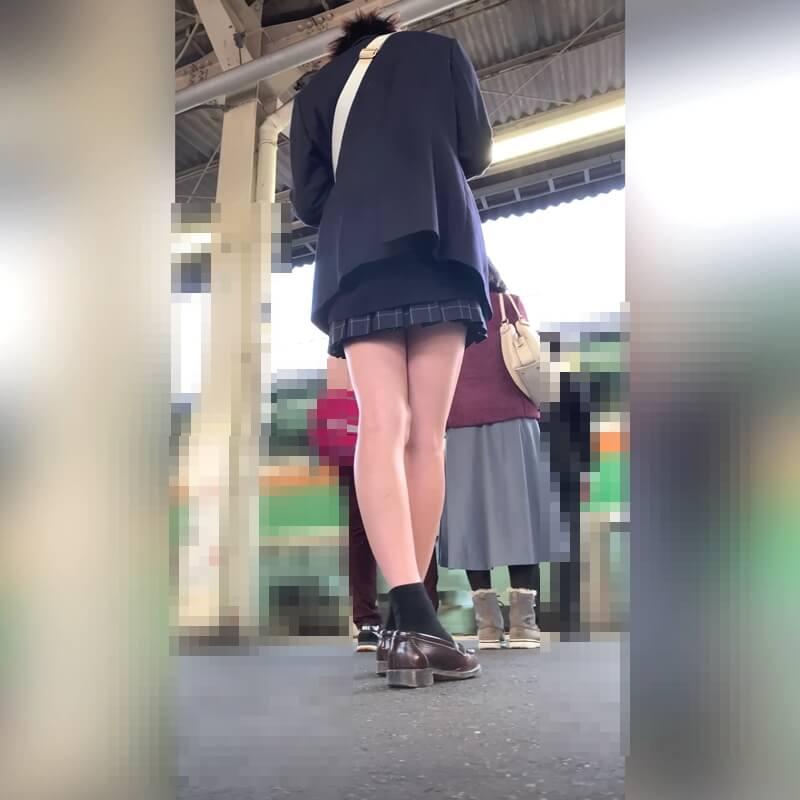 綺麗な脚の制服JKの後ろ姿画像