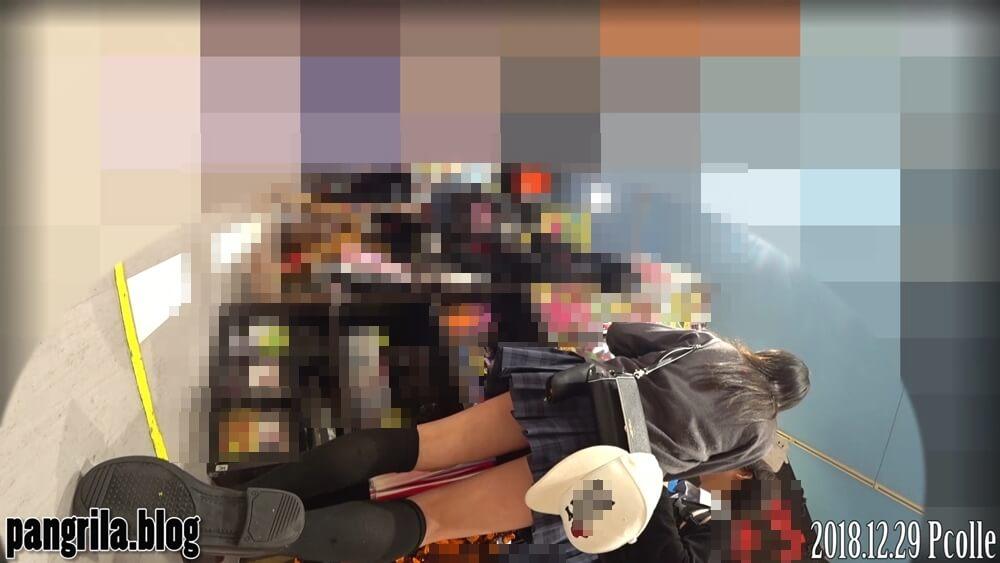 制服JKを背後から隠し撮りした姿画像