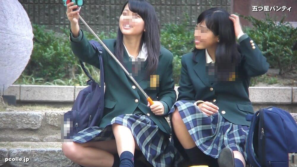 自撮りをするJK2人組の画像