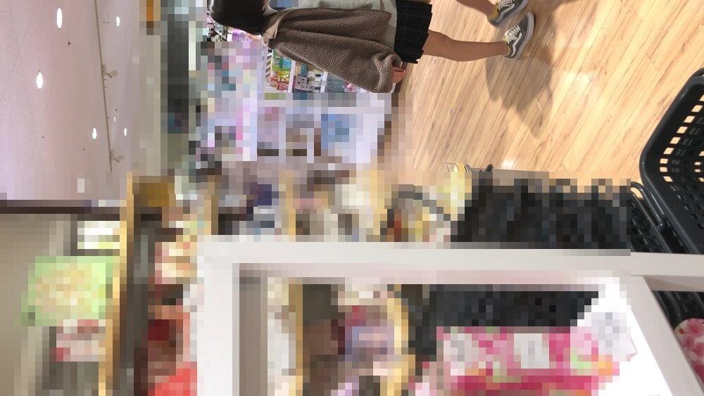 なつみかんさんに逆さ撮りされる制服JKの姿画像