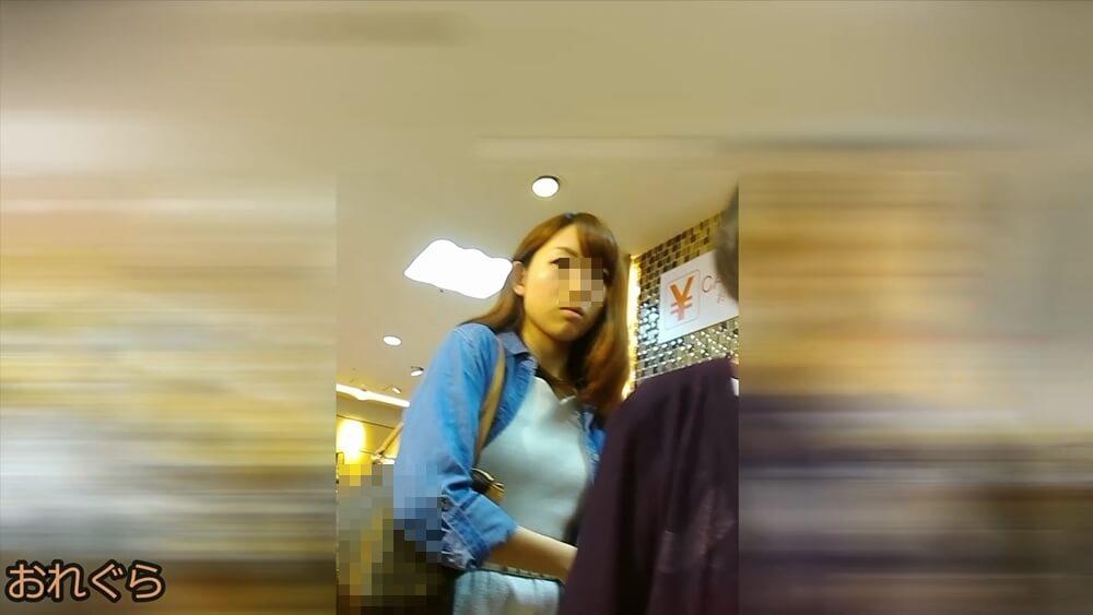 おれぐらさんに逆さ撮りされるお姉さんの顔画像