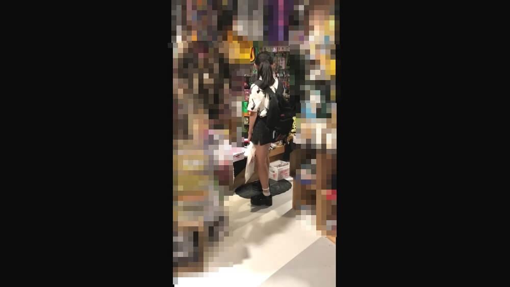 ☆ちらねっと☆さんが逆さ撮りするJCの容姿を映した画像