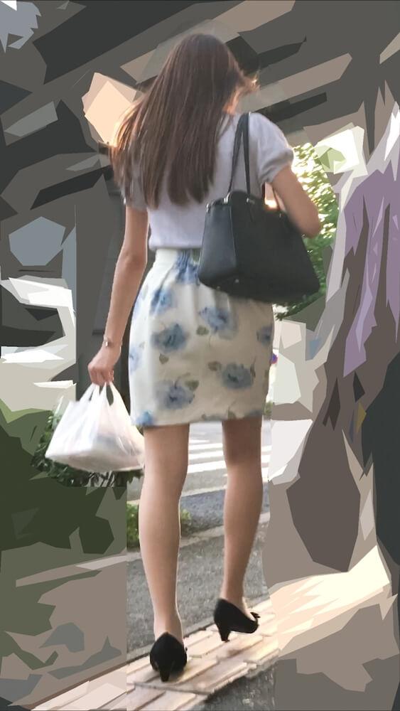 スタイルのいい女性のナチュスト脚を背後から隠し撮りした画像