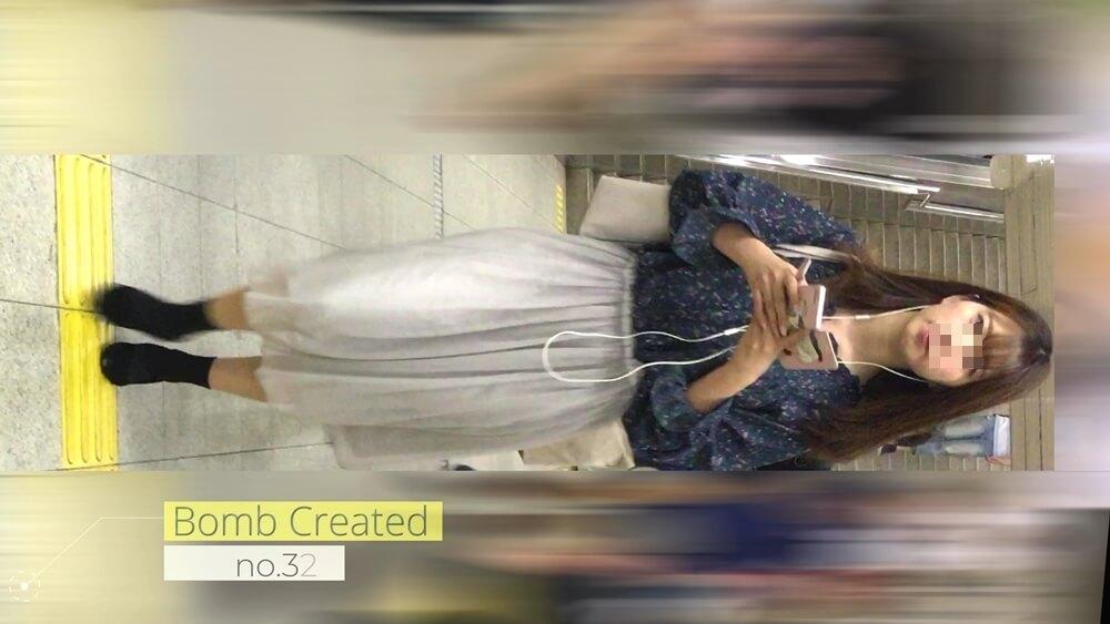 bombさんに逆さ撮りされるアイドル並みの美人女性の姿を映した画像