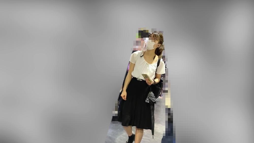 ハーフ顔の女性を隠し撮りした画像