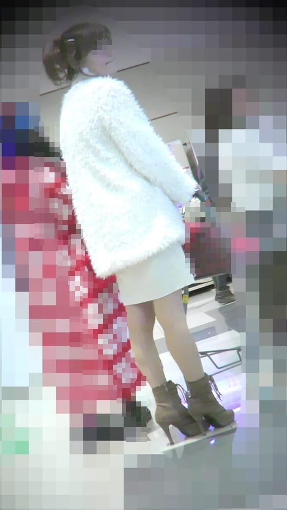 shadow stalkさんに逆さ撮りされる主婦の顔を映した画像