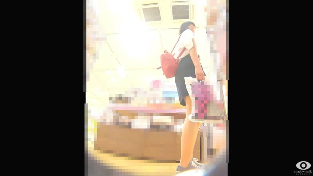 shadow stalkさんに怪しむ視線を送るJCを映した画像