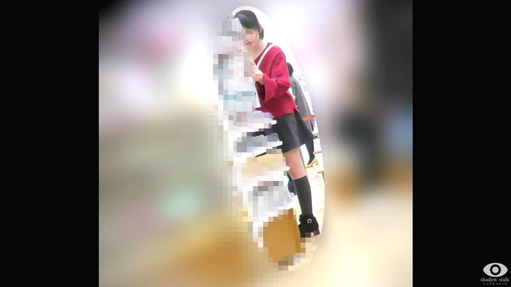 買い物中のJSらしき女の子の姿を映した画像