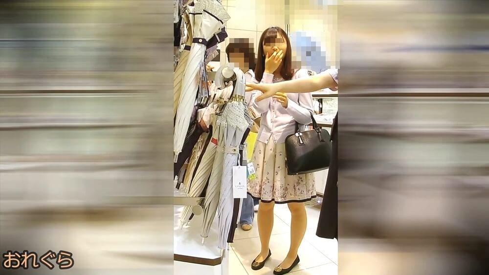 5人目の逆さ撮りターゲットの女性の姿を映した画像