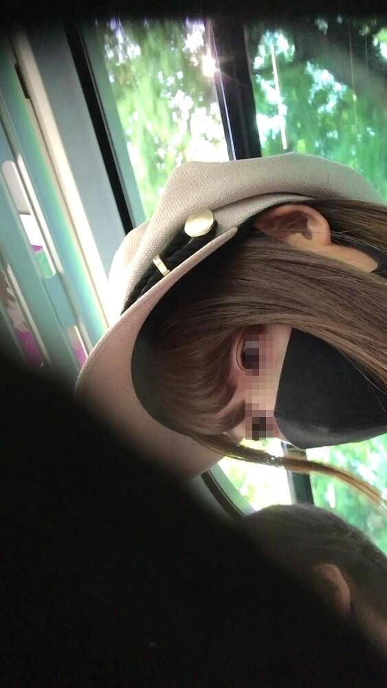逆さ撮りターゲット女性の横顔を映した画像