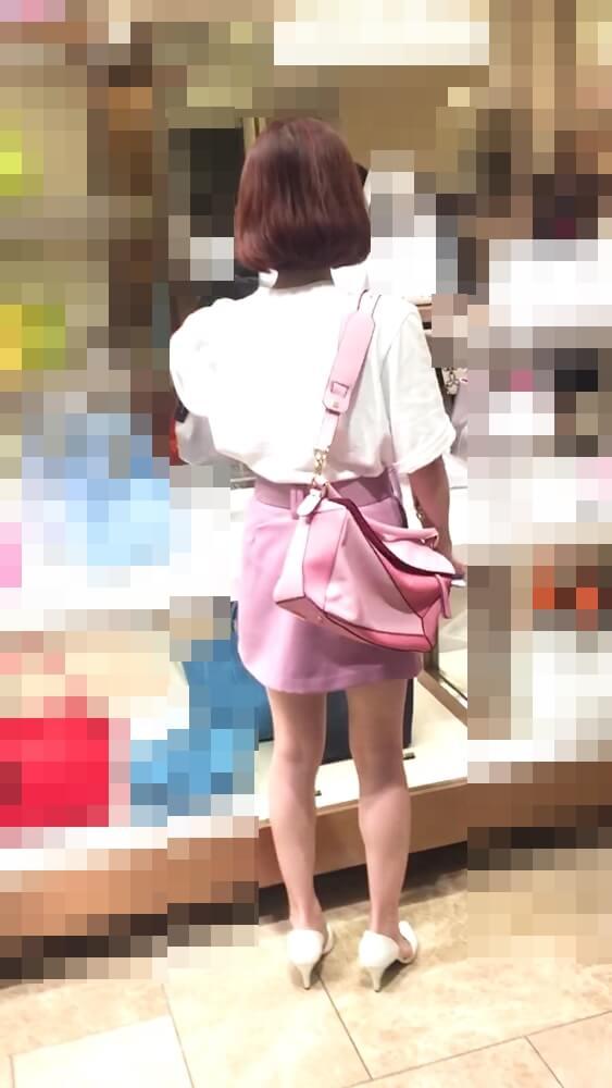 美人ちゃんの後ろ姿を映した画像