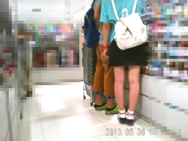 pspさんに逆さ撮りされる女の子を隠し撮りした画像