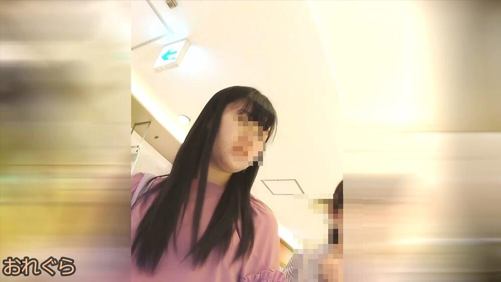 おれぐらさんが逆さ撮り狙う女性の顔を映した画像