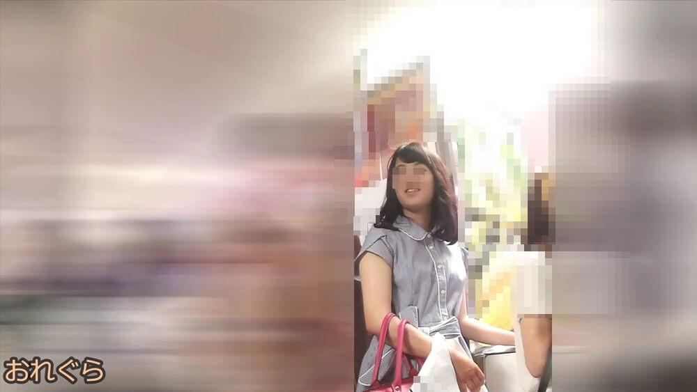 逆さ撮りターゲット女性の顔を映した画像