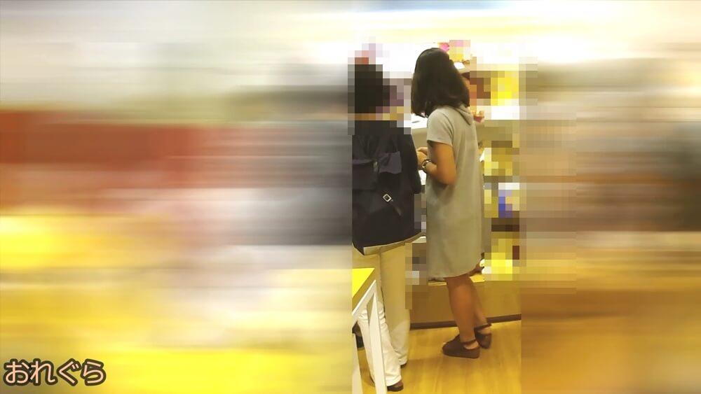 ワンピースを着た女性を映した画像