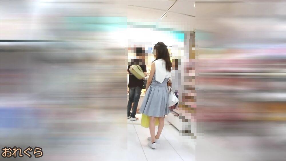 5人目の逆さ撮りターゲットの女性を後ろから隠し撮りした画像