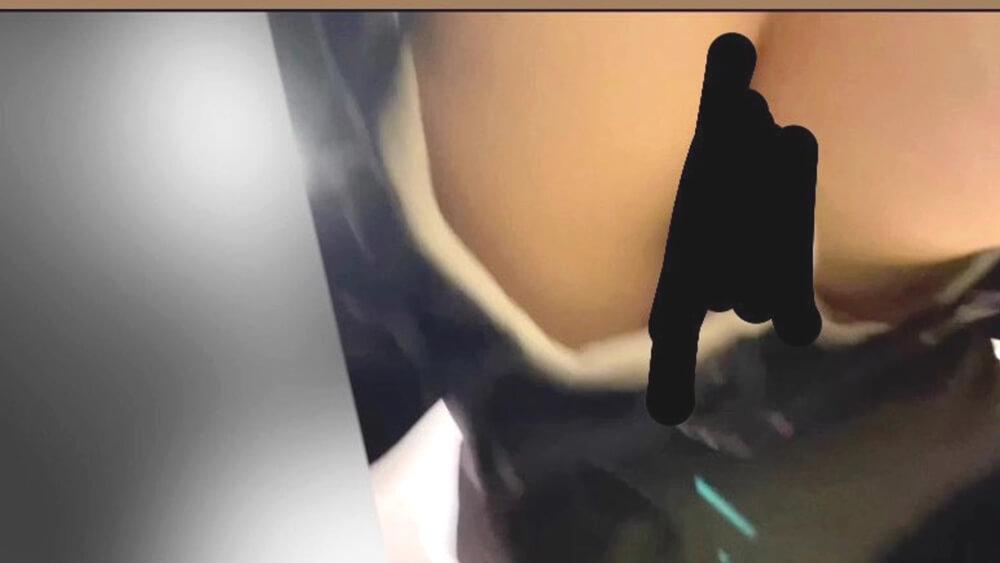 JKのパンツのハミチラを逆さ撮りした画像