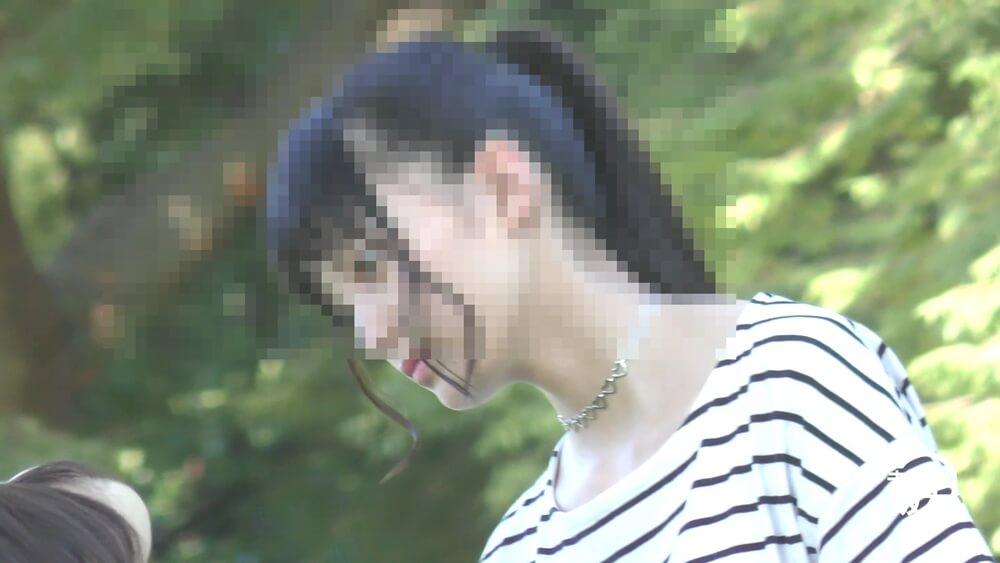 未来の坂本さんがパンチラを狙うターゲットの美人の顔を映した画像
