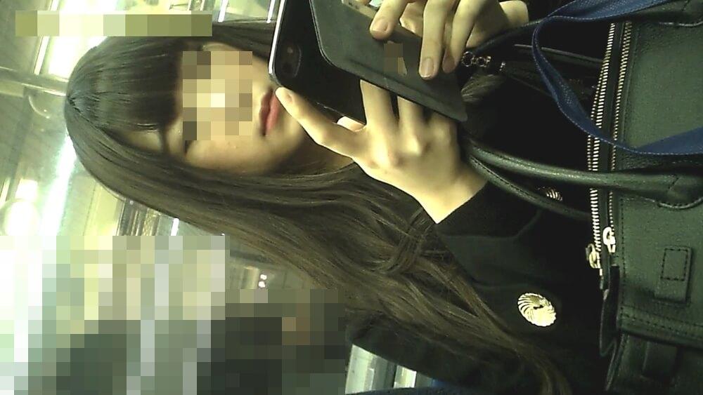 電車内で隠し撮りした女性の顔画像