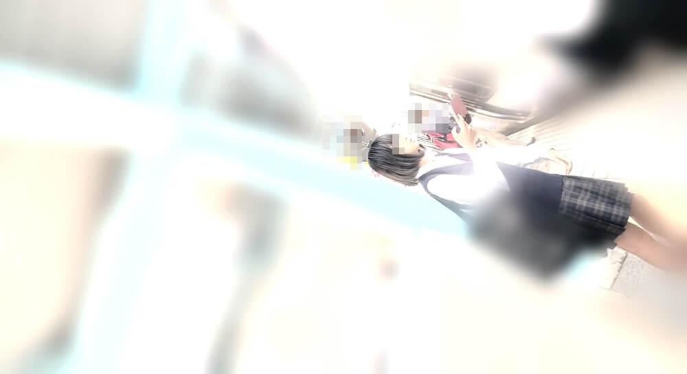 JKへと近づくYMKさんのカメラ映像