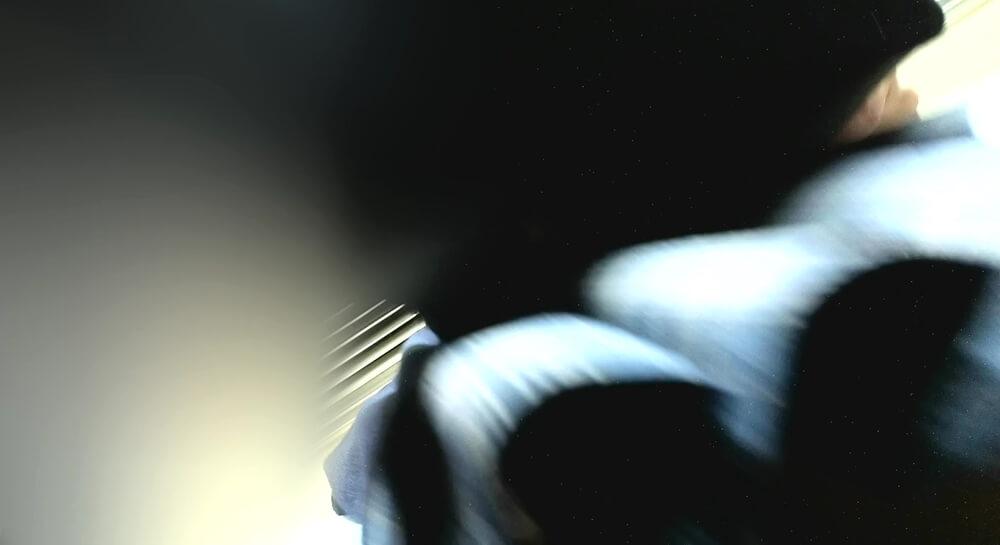JKの背後からスカートの裾を映した画像