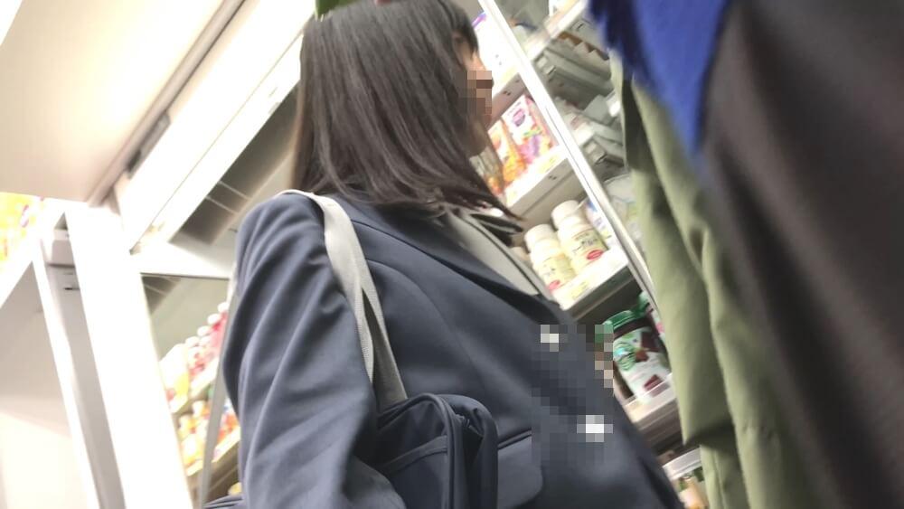 ShunSatuさんに逆さ撮りされるロリフェイスなJKを映した画像