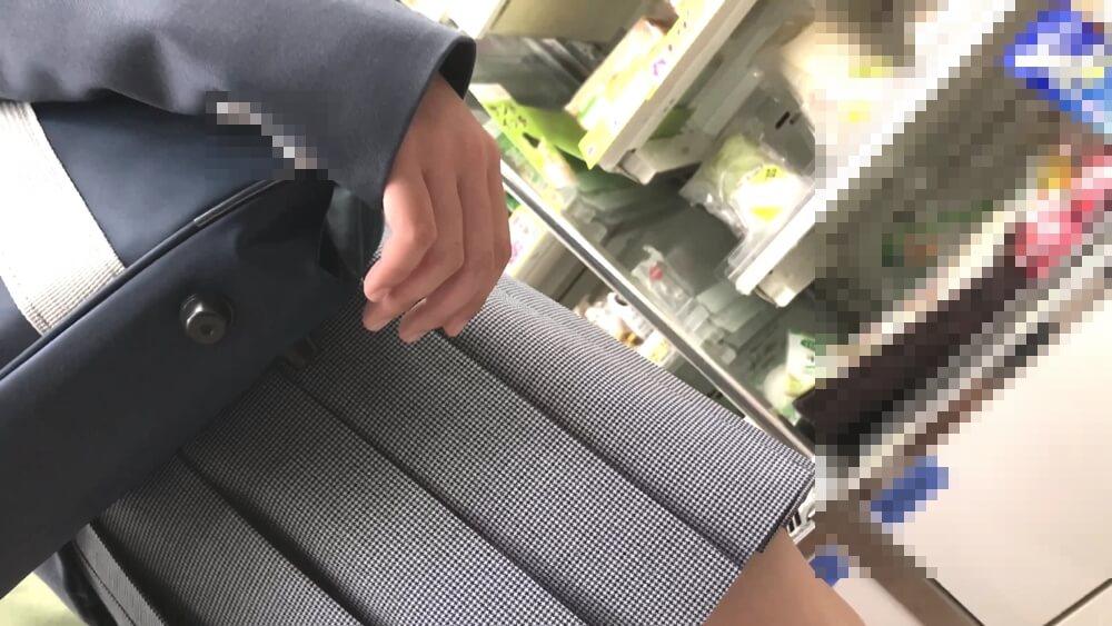 ロリフェイスなJKの手を映した画像
