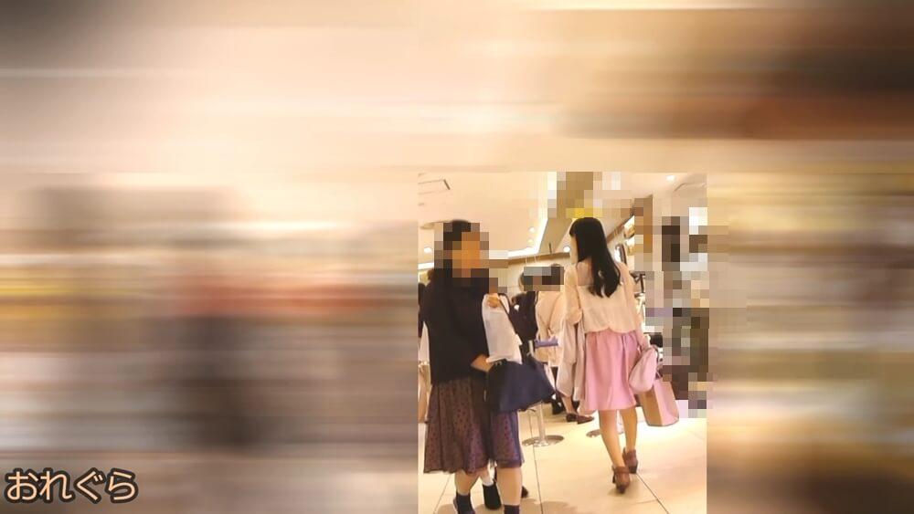 アイドル系お姉さんの後ろ姿を映した画像