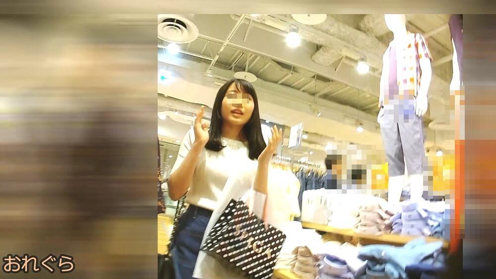 逆さ撮りターゲット女性の可愛らしい顔を映した画像