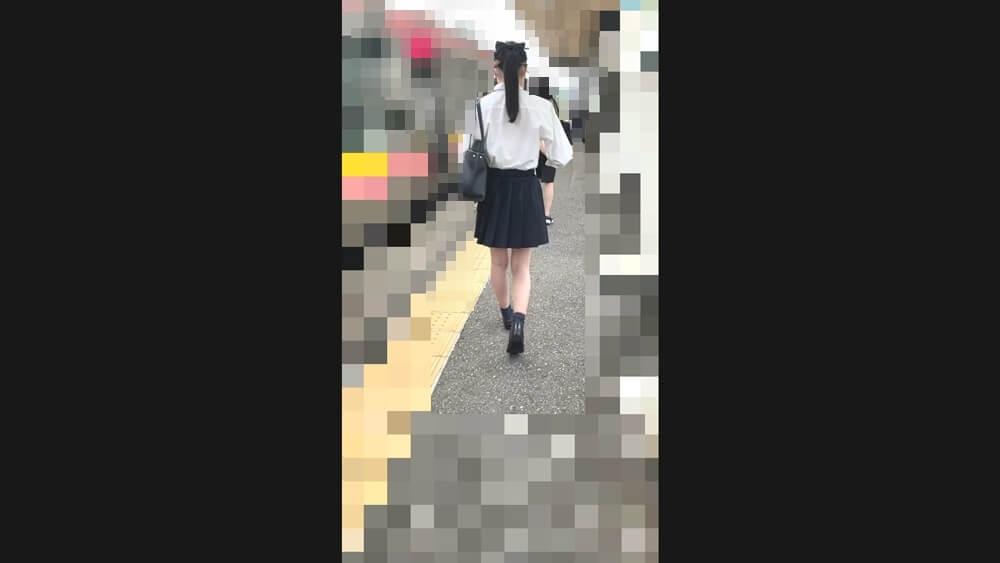しろさんの逆さ撮りターゲットの制服JKを映した画像