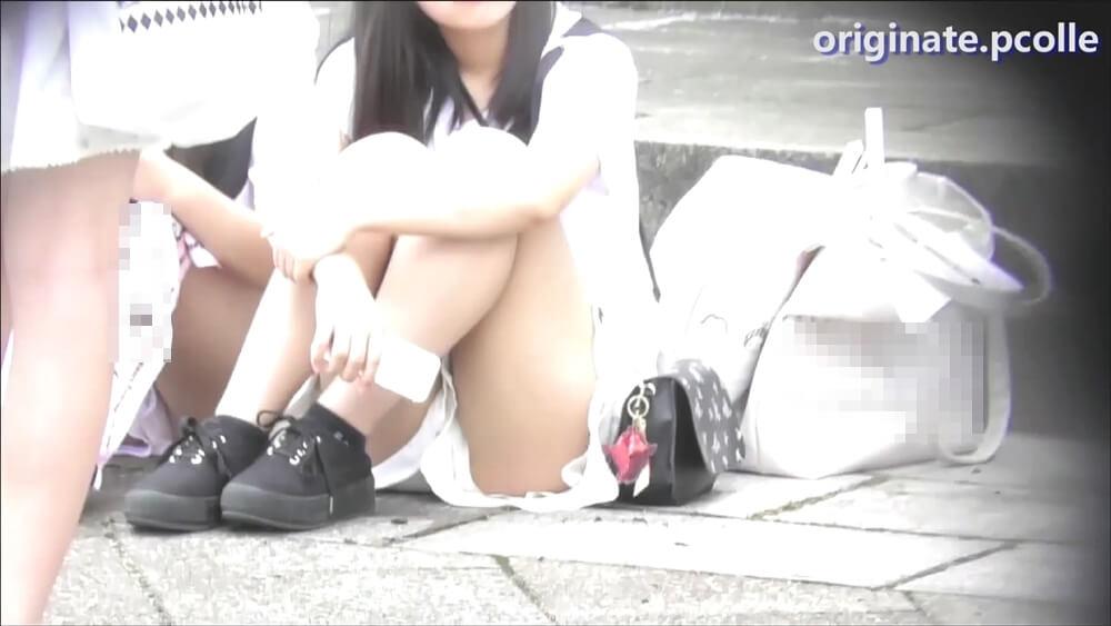 orignate-pcolleがパンチラを狙う女の子の画像