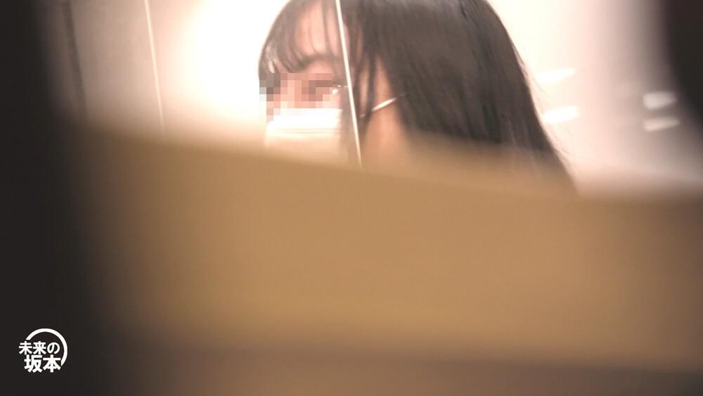 パンチラを撮られるJKの顔を映した画像